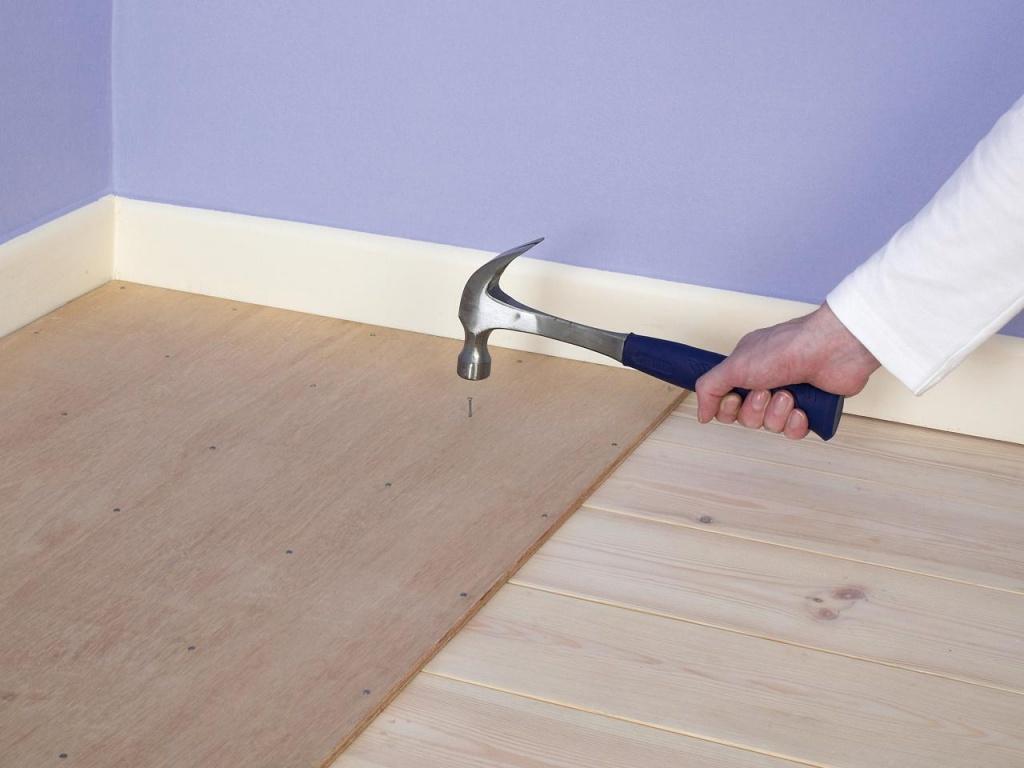 Как уложить ламинат на деревянный пол: особенности, порядок укладки,  инструкция